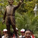 Obamina statua