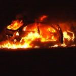 Zapaljen automobil, ilustracija