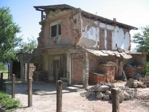 danas na području distrikta ima još oko 1.050 porušenih, a neobnovljenih kuća i stanova.