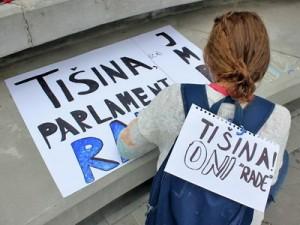 Tišina, Parlament radi