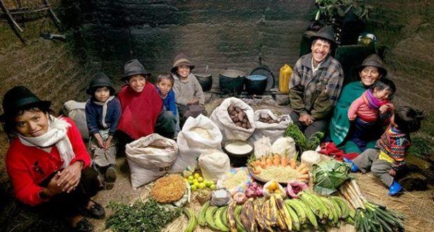 Aymo porodica iz Ekvadora. Sedmični troškovu za prehranu ove porodice iznose £19