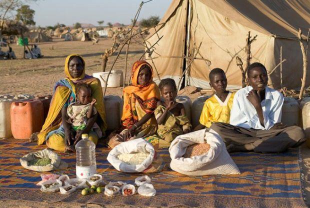 Porodica Aboubakar iz Sudana sa sedmičnim namirnicama od 79p