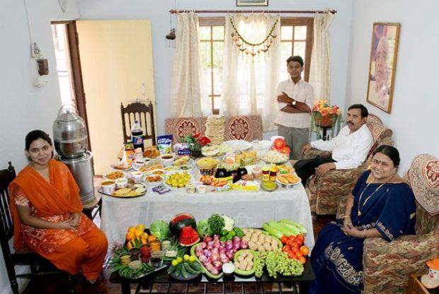 Porodica Patkar iz Indije sa sedmičnim namirnicama od £25