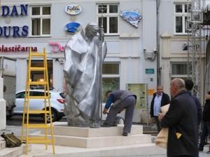 Spomenik papi Ivanu Pavlu II