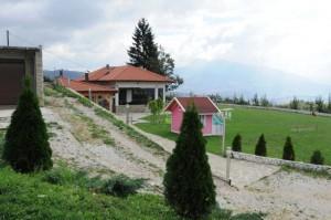 Lagumdžija vikendicu sa zemljištem na Poljinama u imovinskom kartonu prikazuje kao nasljedstvo, iako ju je kupio zajedno sa puncem.