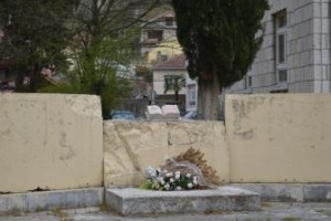Stolac - Ispod srušenog spomenika NOB-a je spomen kosturnica