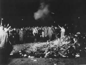 Berlin, nacisti spaljuju knjige